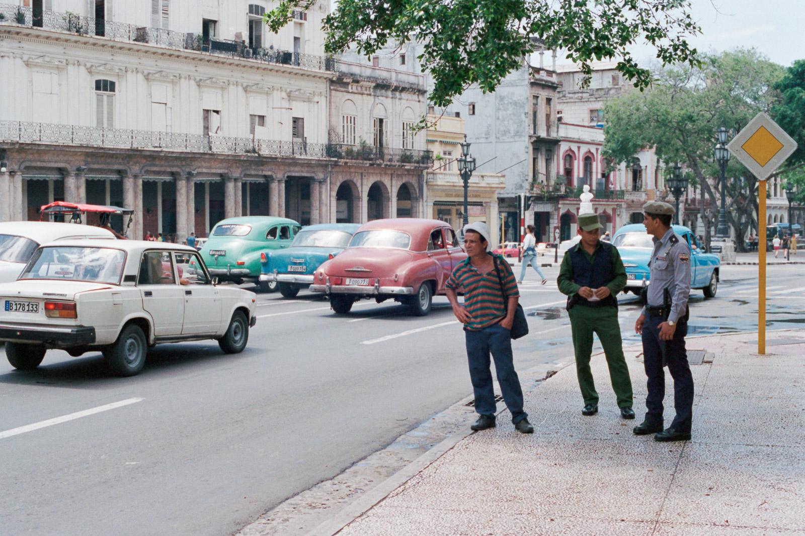 0001-cuba-travelphotography-11-cuba-portra-400-34.jpg