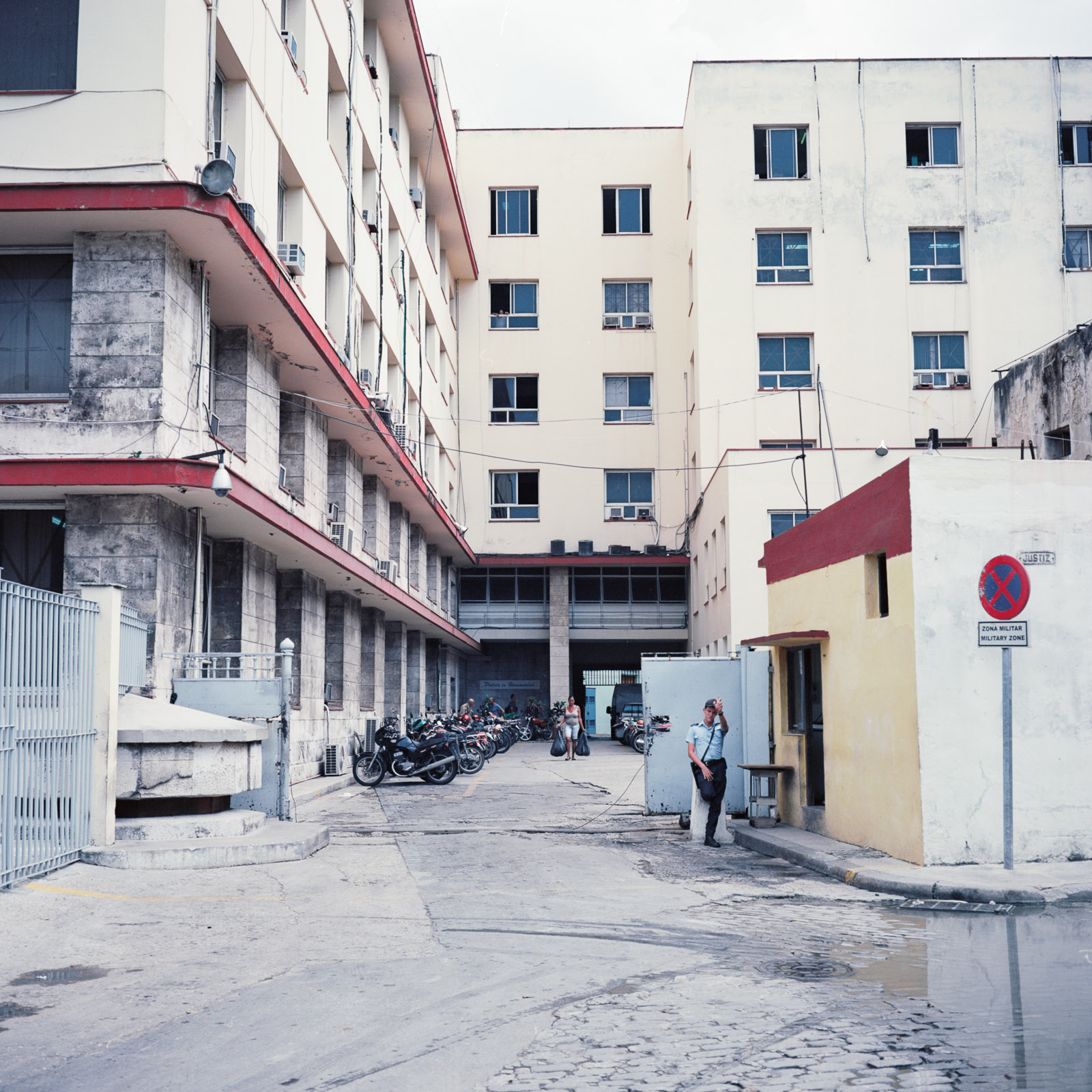 0001-cuba-travelphotography-21-Cuba-Ektar-100-4-1.jpg