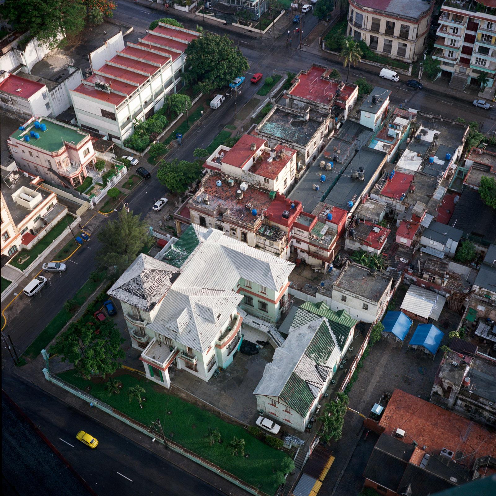 0001-cuba-travelphotography-24-Cuba-Portra-400-10.jpg