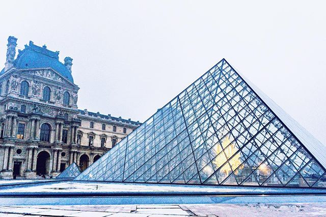 Visited The Louvre early in the morning. I love the architecture, and of course all the priceless art inside the museum 💜 #christinelaiphotography  11.2018 . . . . . . #photography #louvre #paris #museum #louvremuseum #france #architecture #photooftheday #travelblogger #travelholic #travelguide #travelgram #traveltheworld