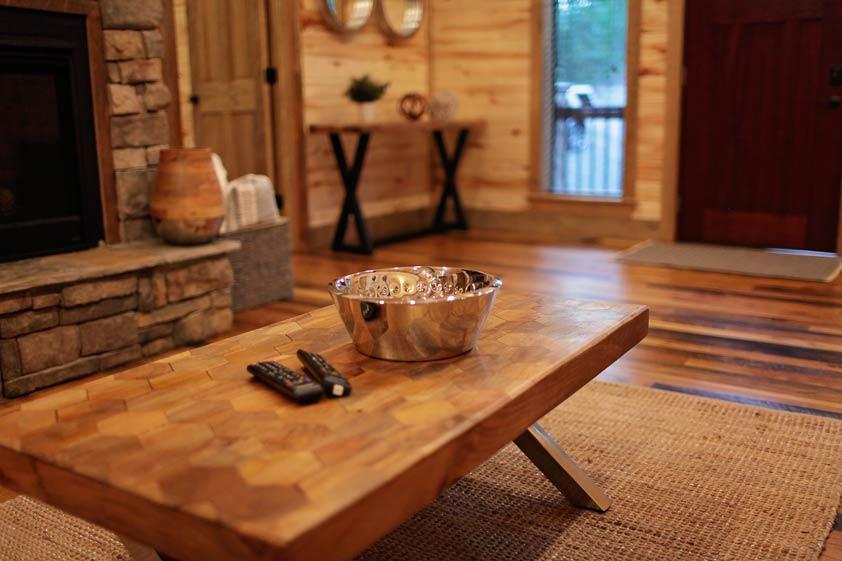 Rustic Retreat | Living Room Amenities
