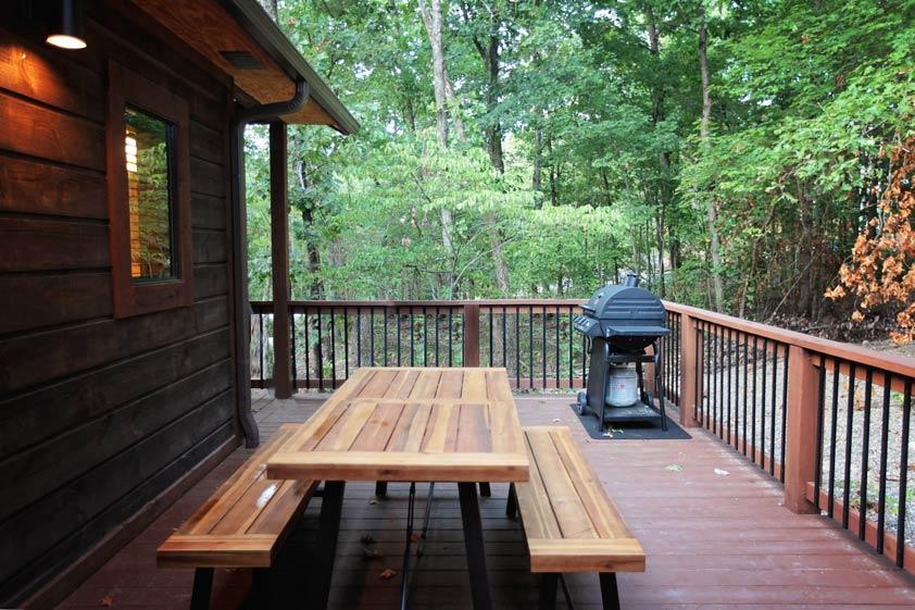 Rustic Retreat | Outdoor Dining