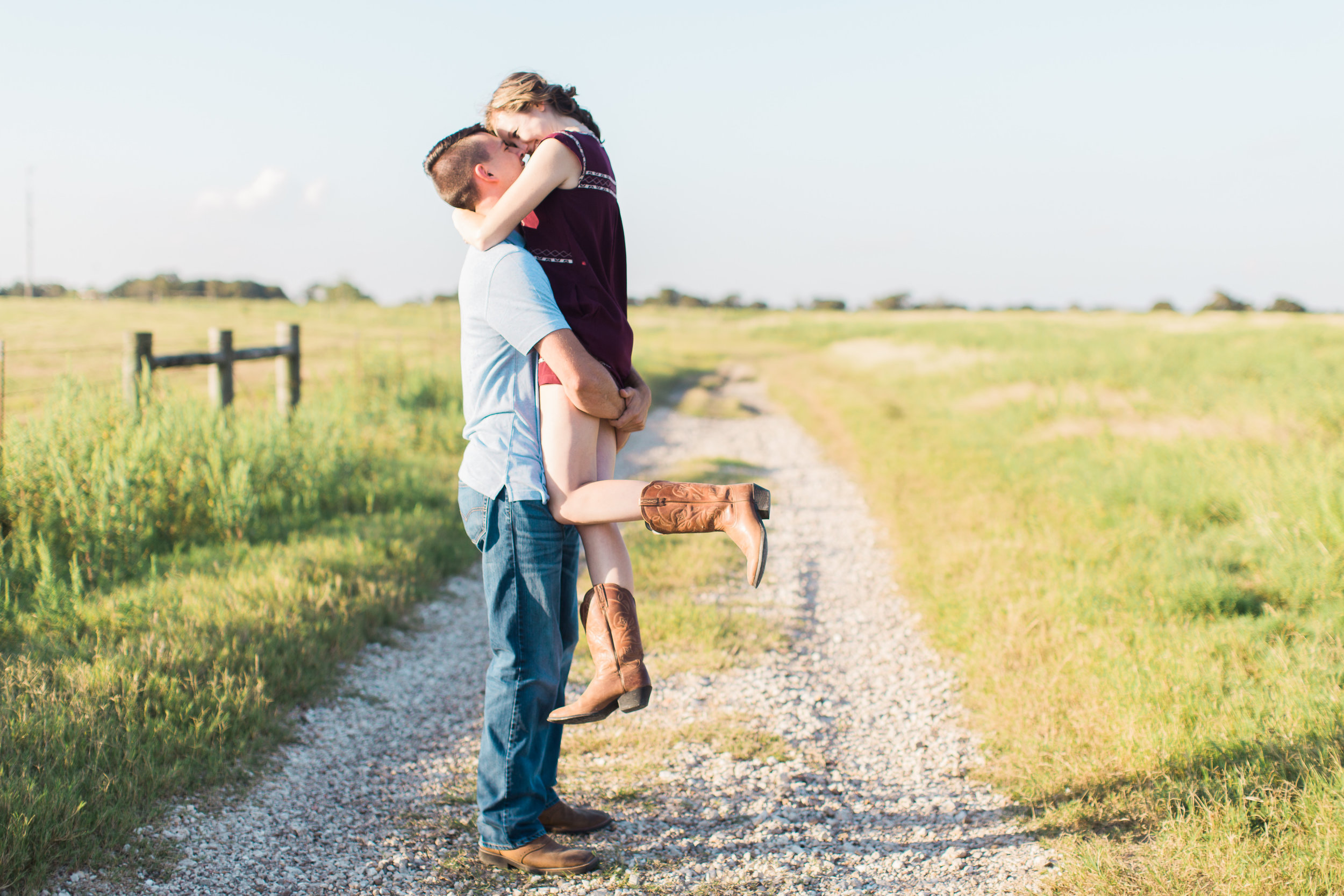 Moore_Ranch_on_the_Brazos_Engagement_Session-4.jpg