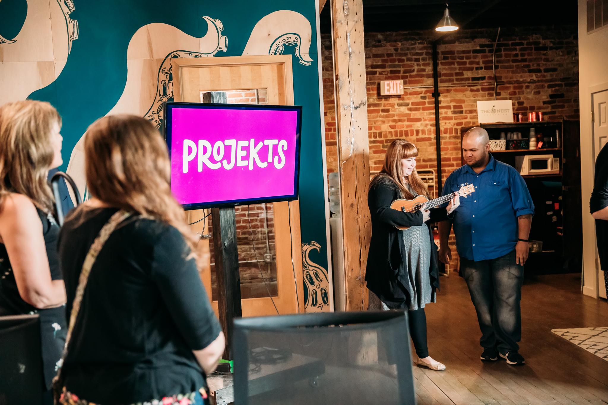 Projekts next to their new logo