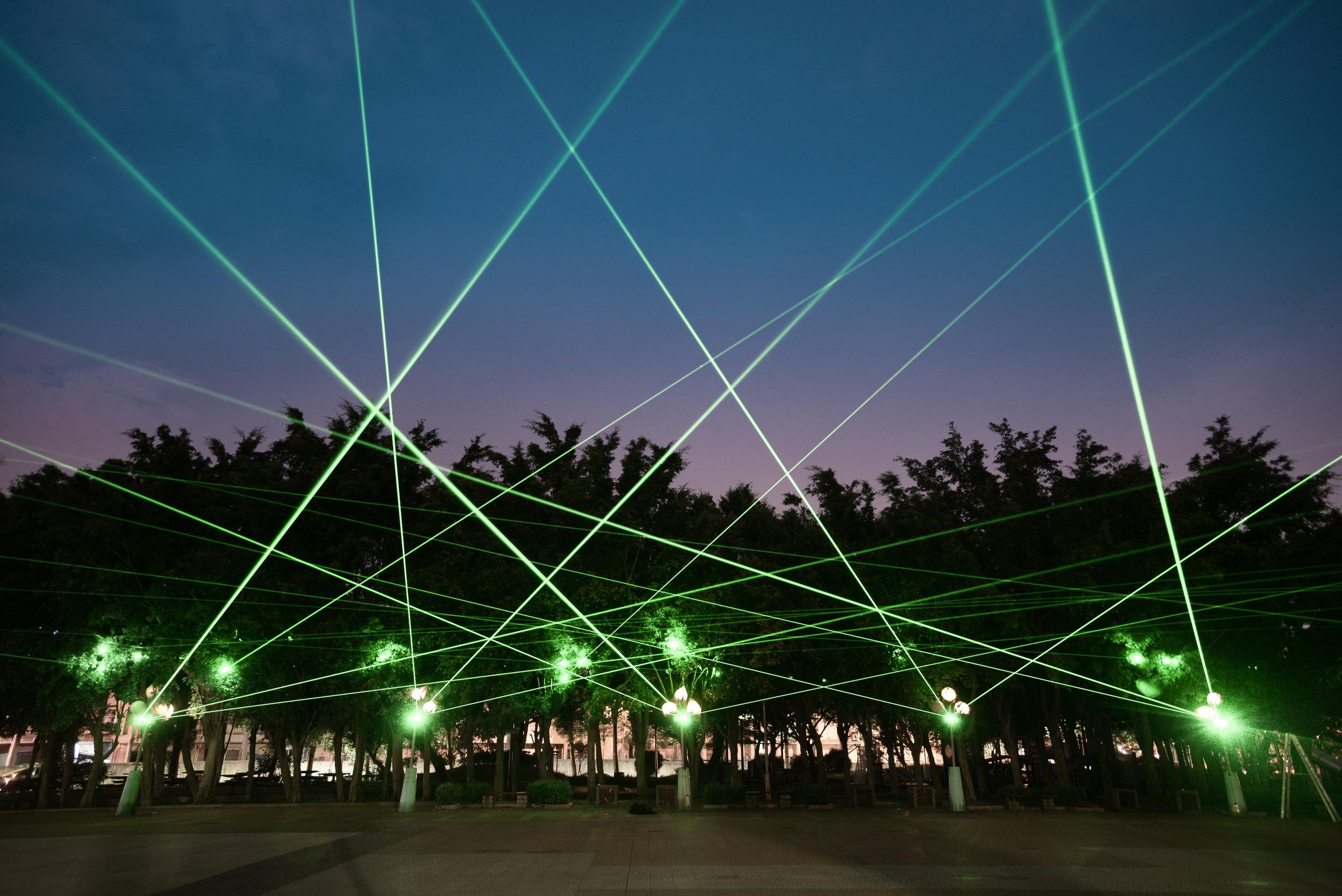 裝置微光計劃:廣場上|莊志維