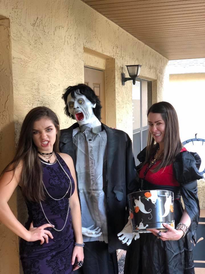 Halloween Bash: Skintastic has fun 33