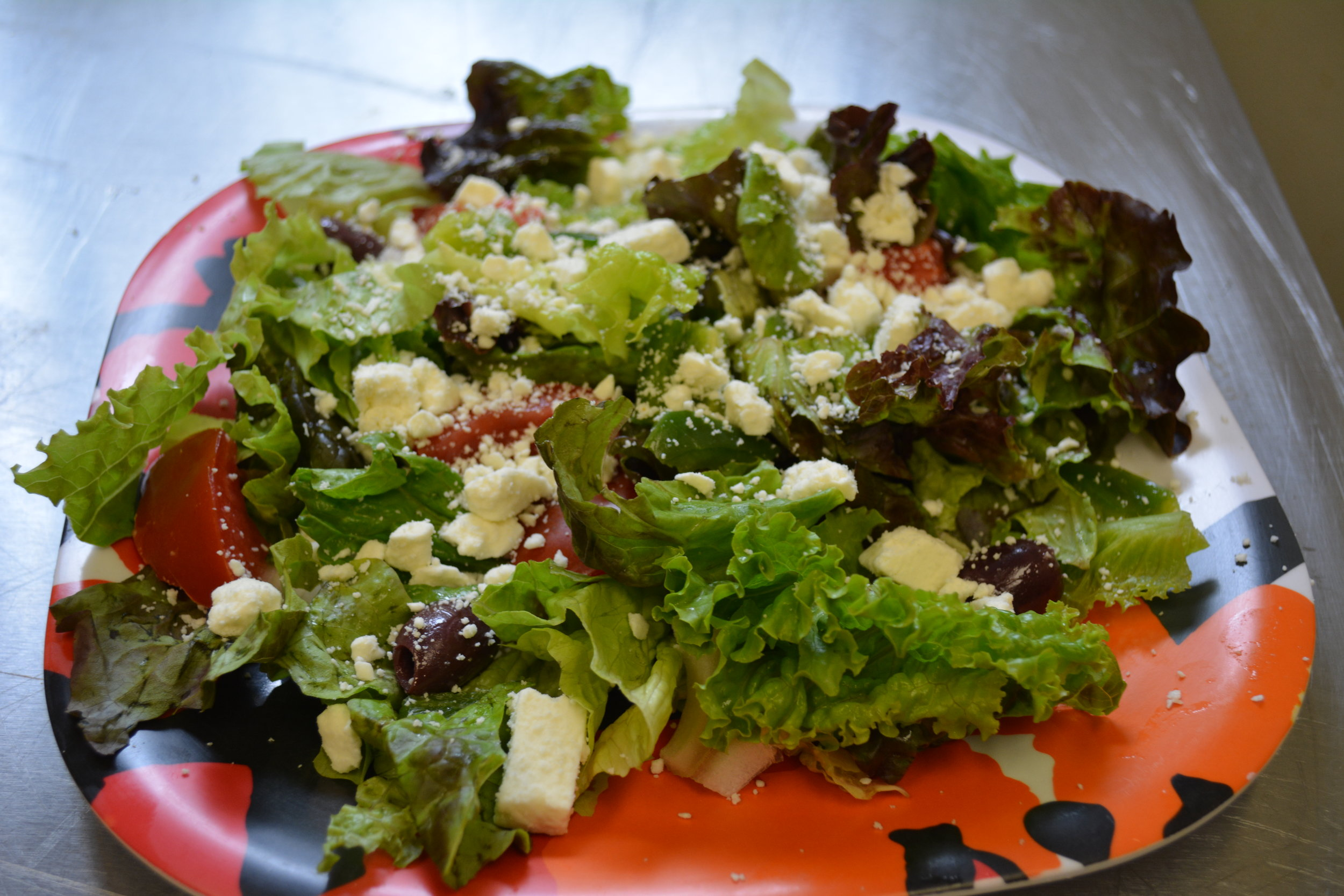 Greek - Fresh lettuce, black olives, feta cheese, onions and green peppers,served with homemade greek dressing