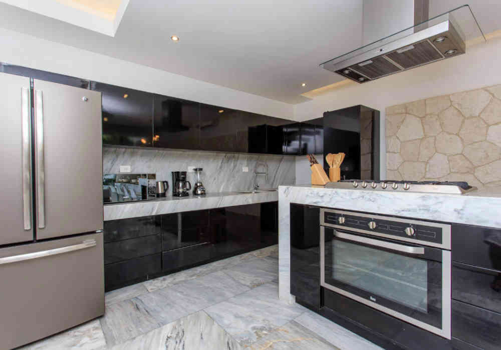 5_tulum_vacation_rentals_casa_crystal_fully_equipped_kitchen.jpg