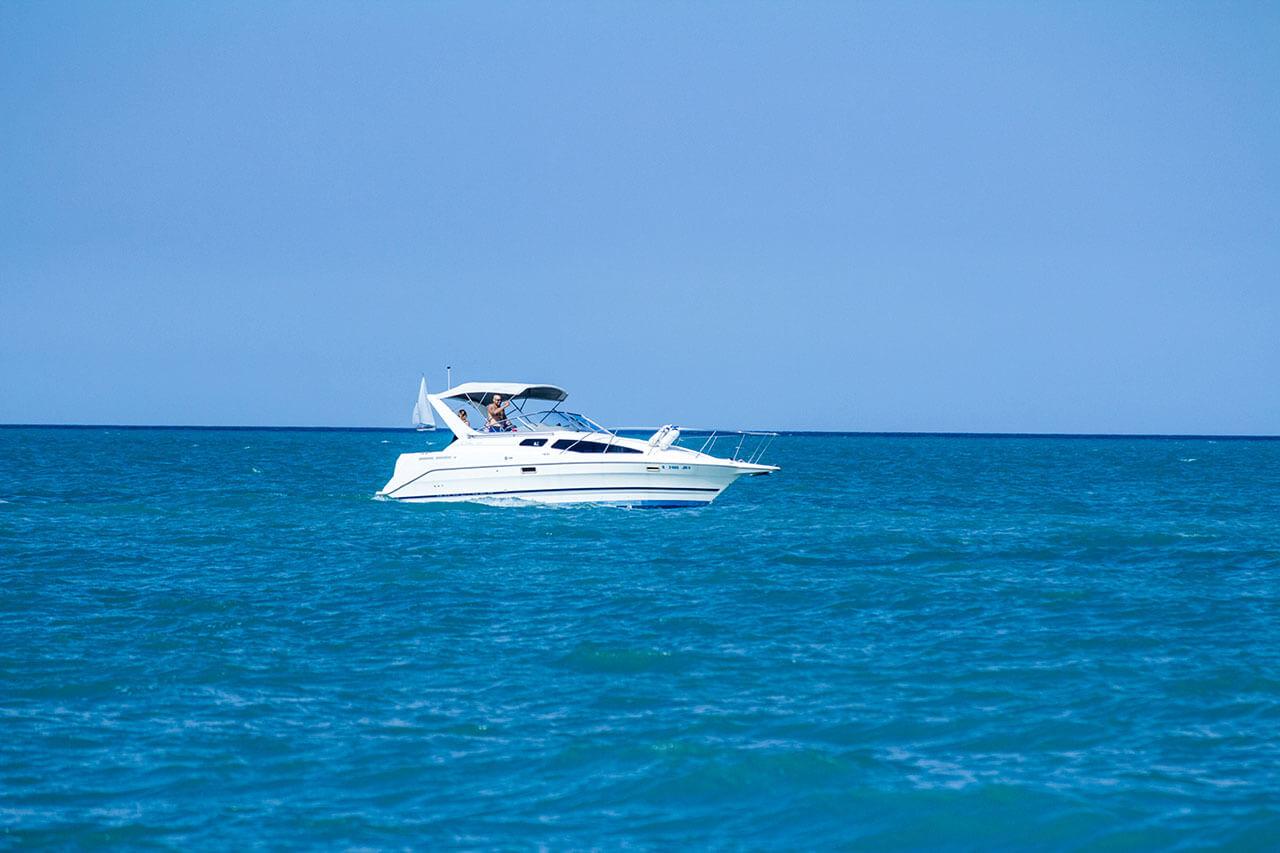 yacht-charter-03.jpg