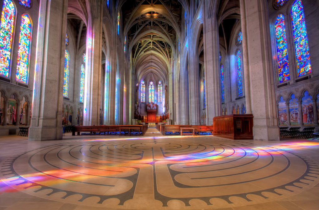 Grace Cathedral, Labyrinth, interior