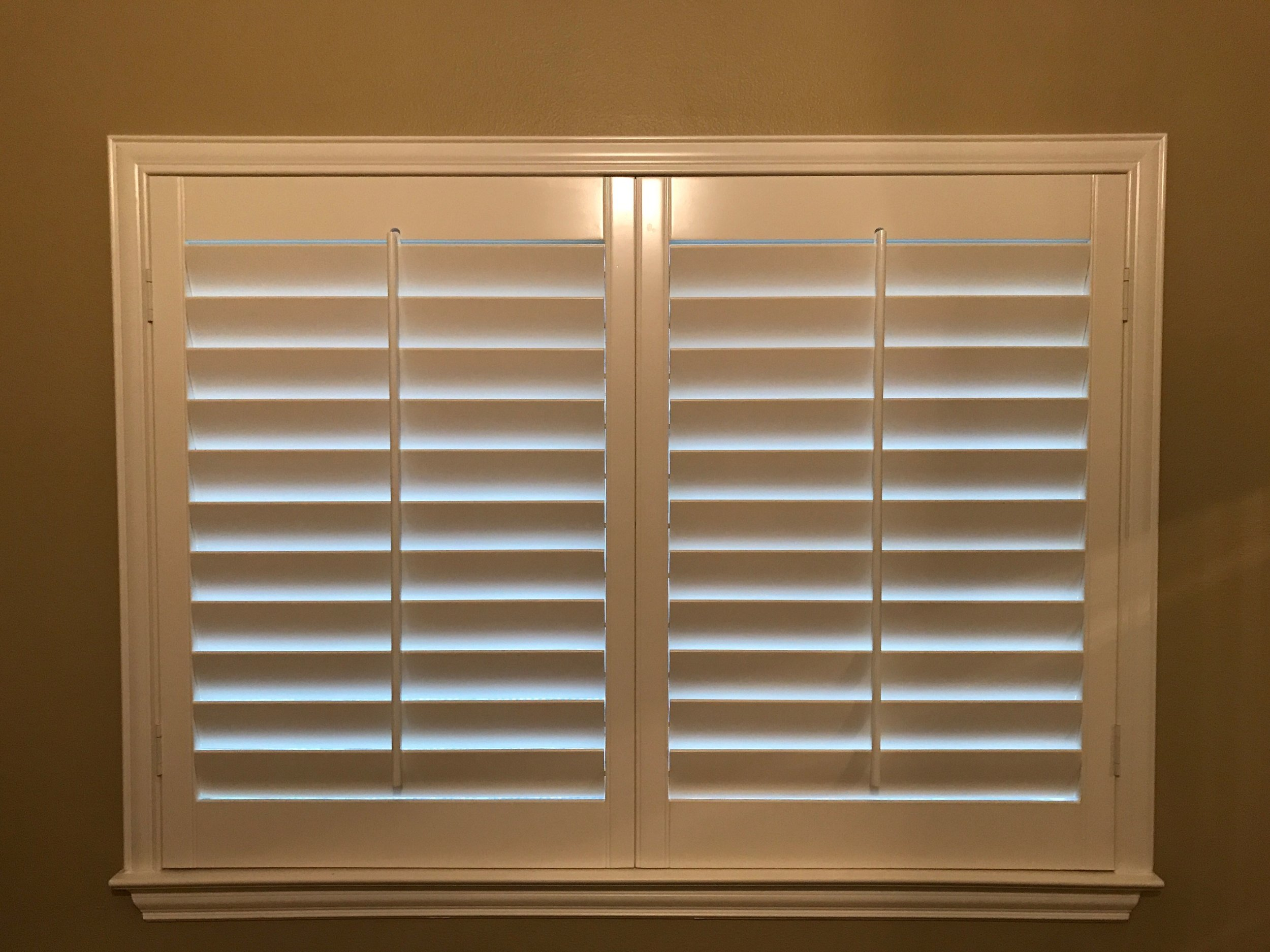 """3 1/2"""" Louvers - most common size   - works with any decor"""