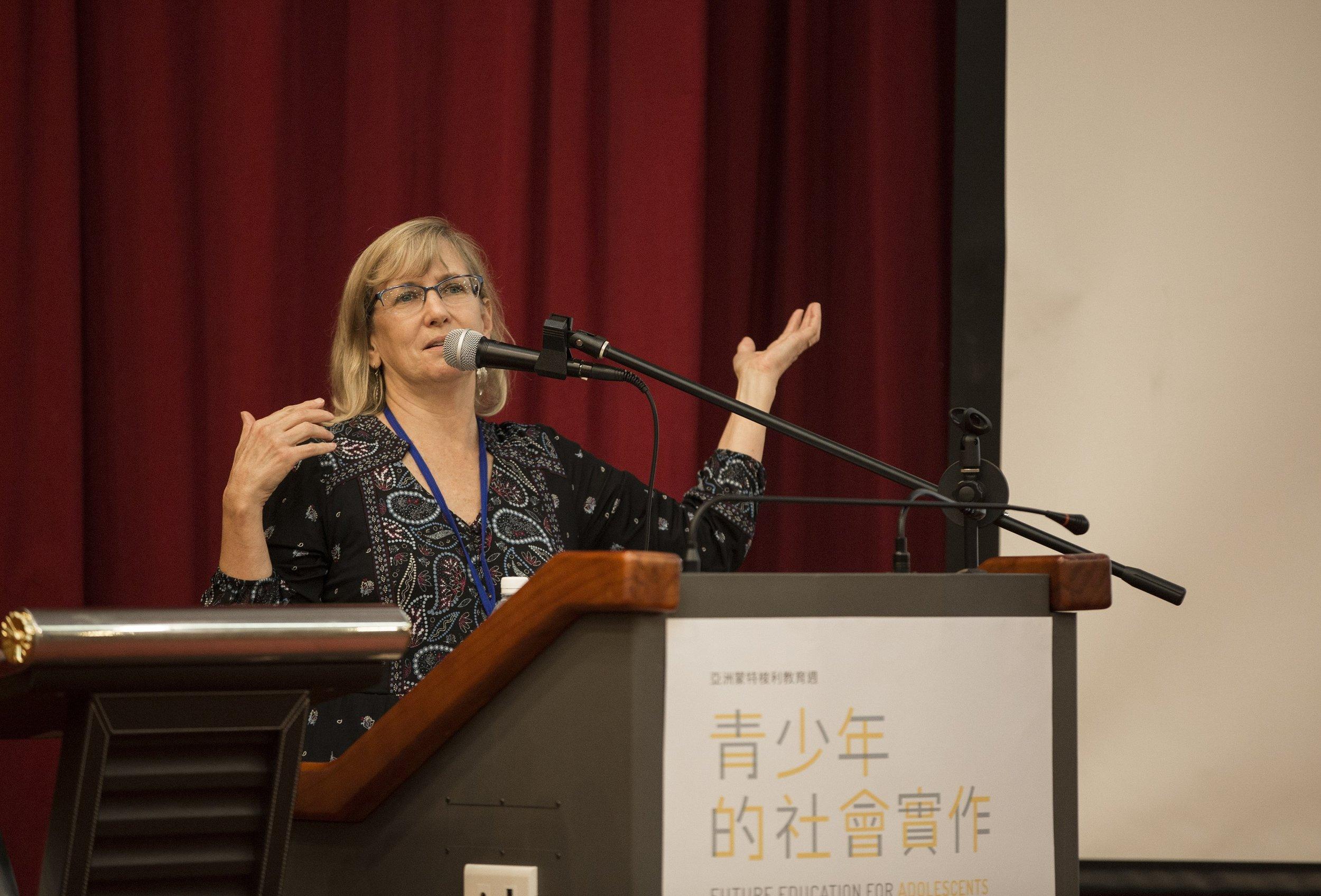 講者Laurie Ewert-Krocker.JPG