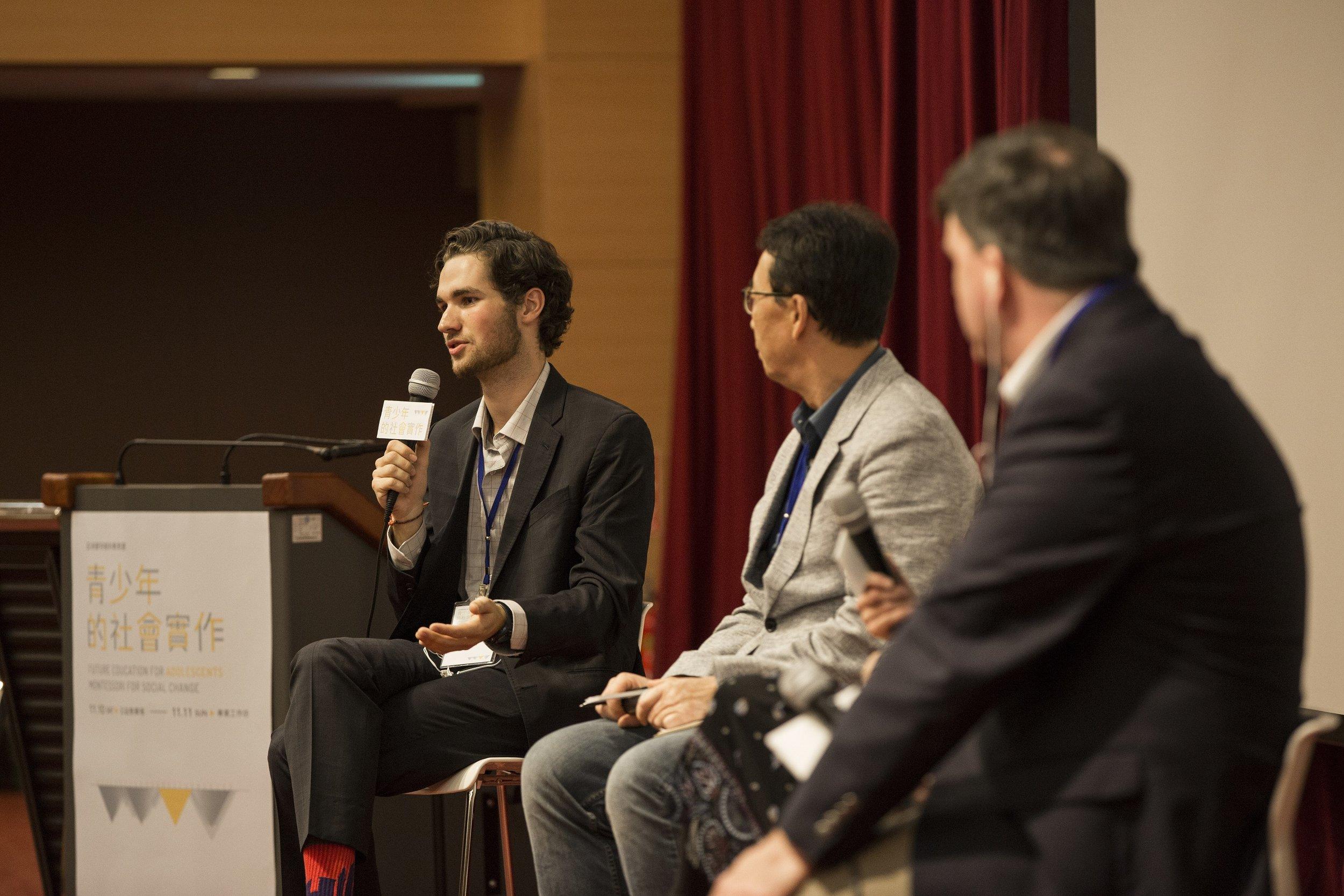 (左起) 綜合座談與談人Max Schubert,主持人鄭同僚, 講者Michael Waski.JPG