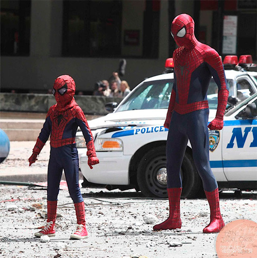 Spiderman y su doble para escenas peligrosas durante el rodaje de THE AMAZING SPIDERMAN 2.