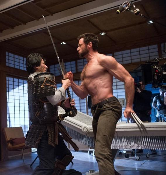 """Nueva foto del rodaje de """"The Wolverine"""" con Hugh Jackman  metiendo barriga enfrentándosea Hiroyuki Sanada."""