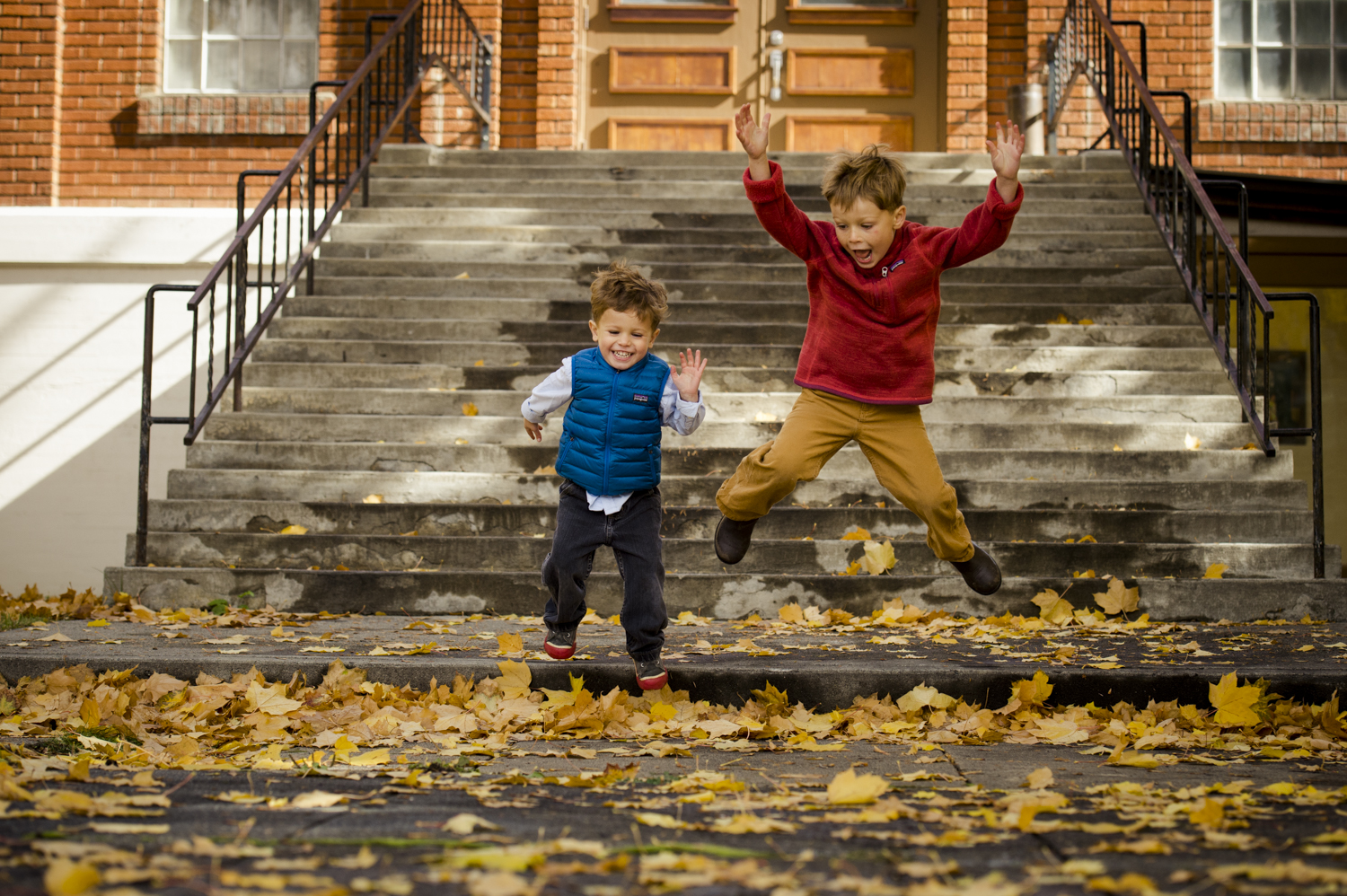 fall_lifestyle_family_leaves_candid_playing-008.jpg