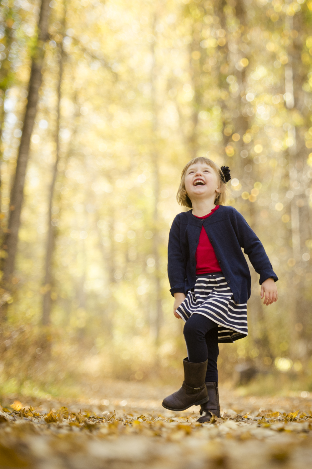 fall_lifestyle_family_leaves_candid_playing-015.jpg