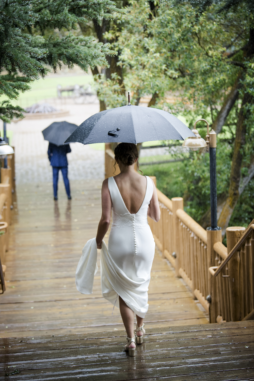 trailcreek_rainy_wedding-016.jpg