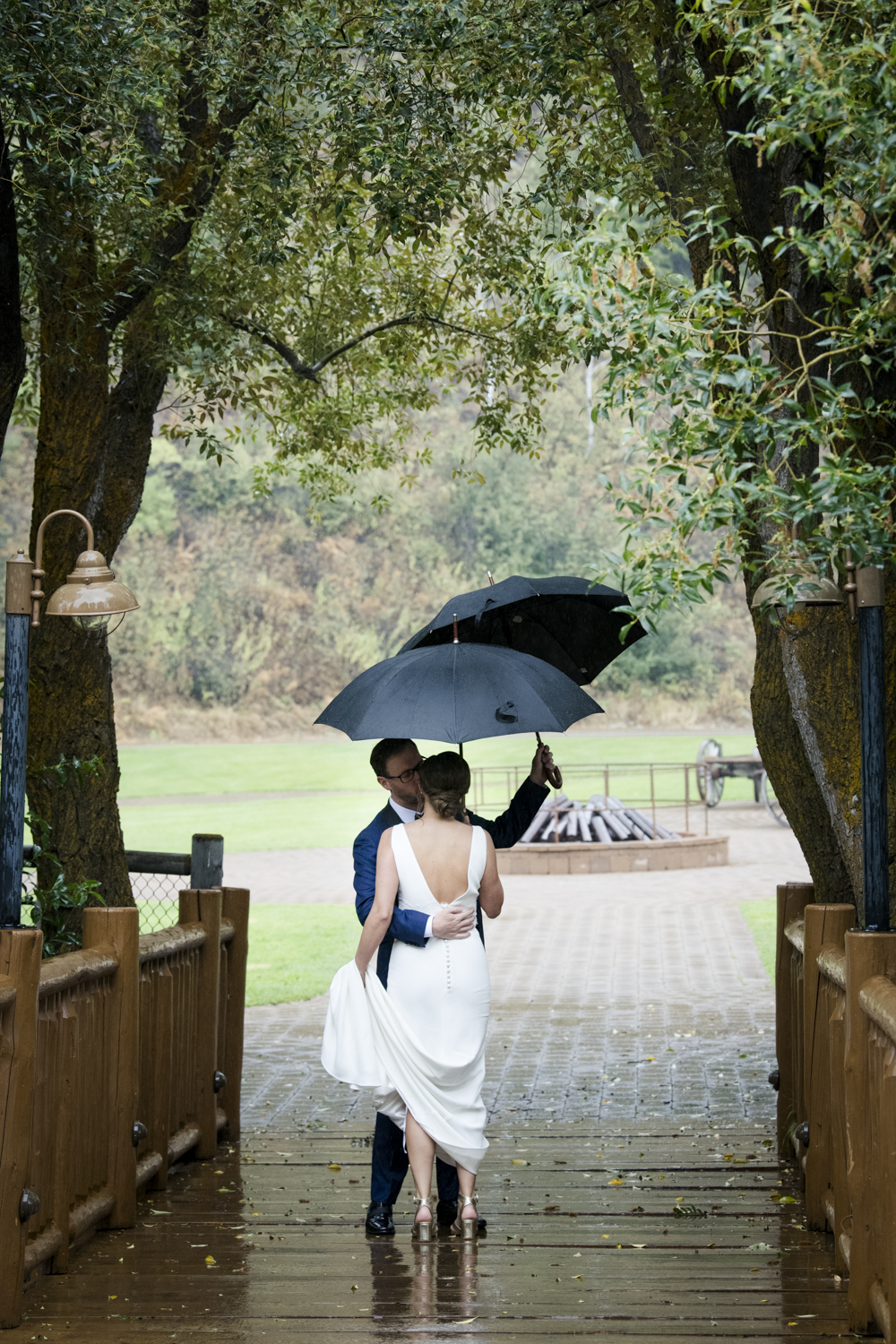 trailcreek_rainy_wedding-017.jpg