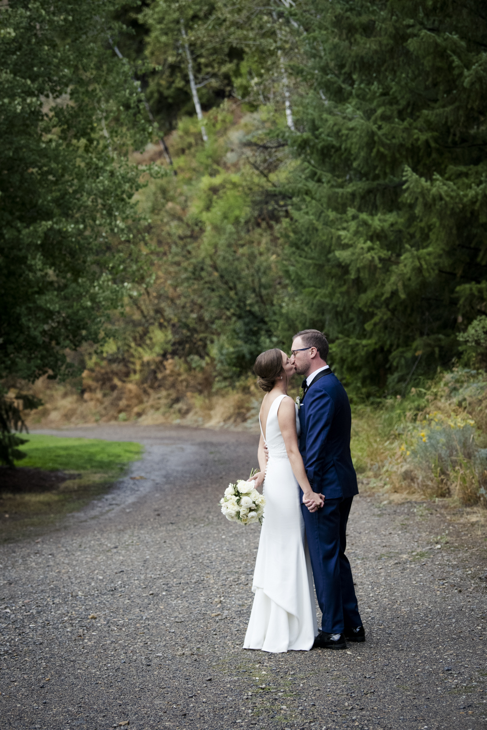 trailcreek_rainy_wedding-048.jpg