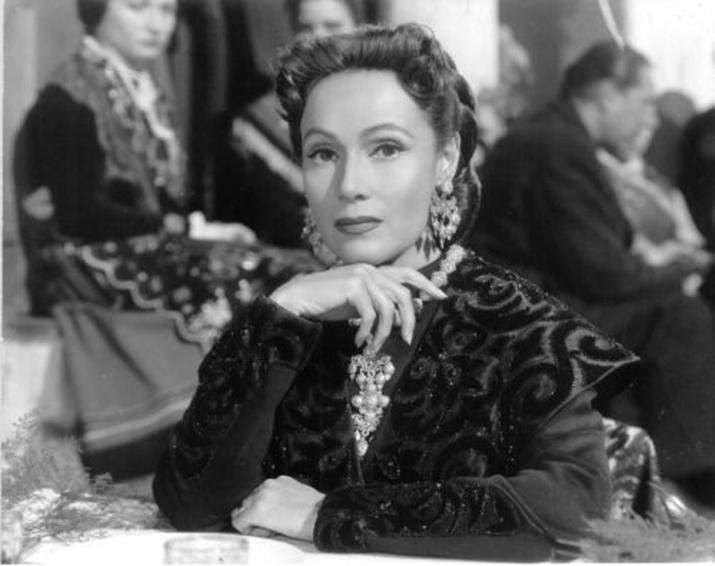 """La estrella mexicana Dolores del Río en """"Doña Perfecta"""" (México, 1951)"""