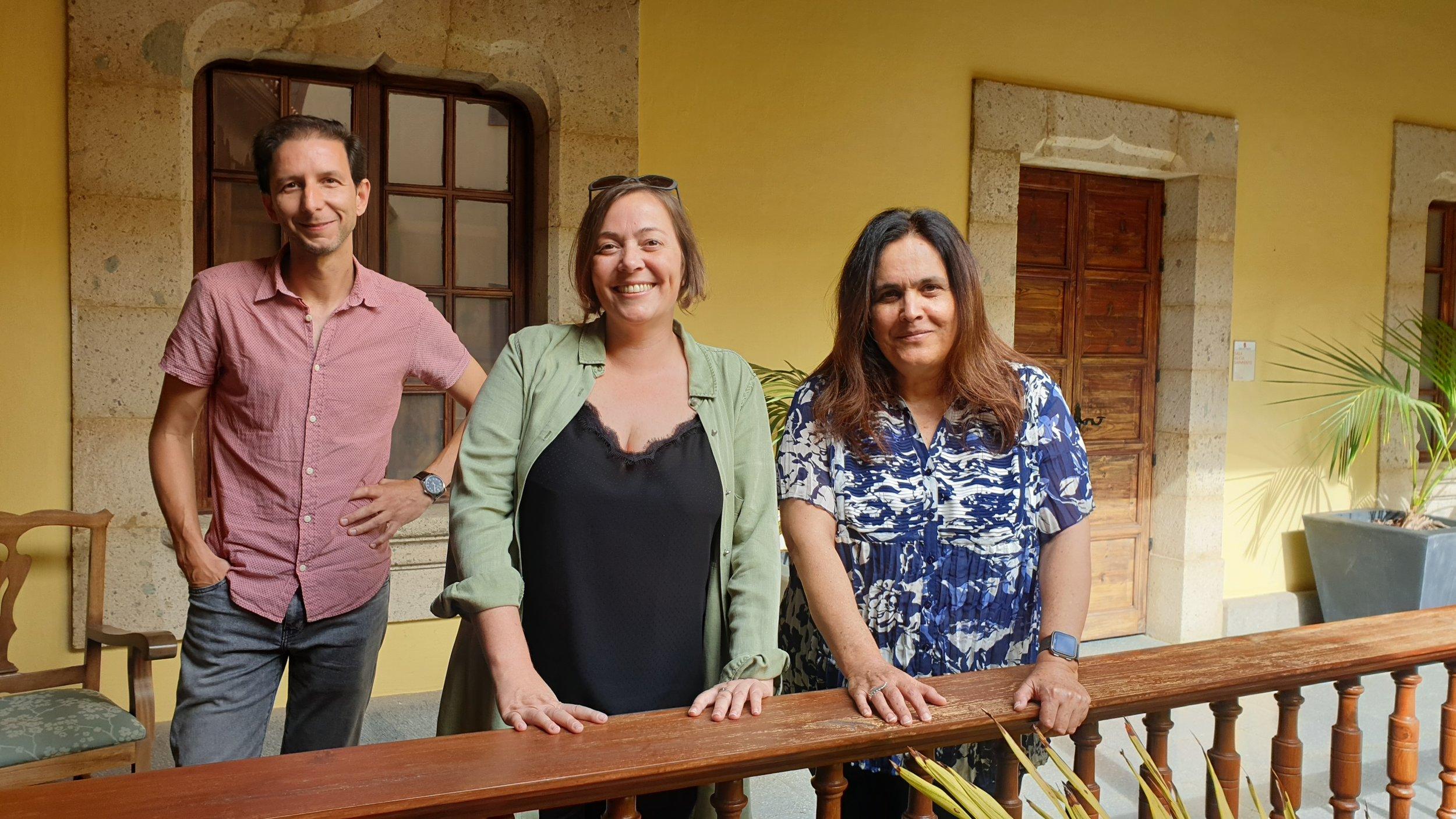 Posado del Jurado de Visionaria 2019 (Daniel Barreto, Nuria Guinnot y Alicia Llarena) tras la deliberación en la Casa de Colón.