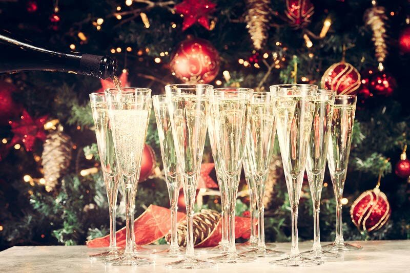 Glasses-of-champagne-for-christmas-parties.jpg