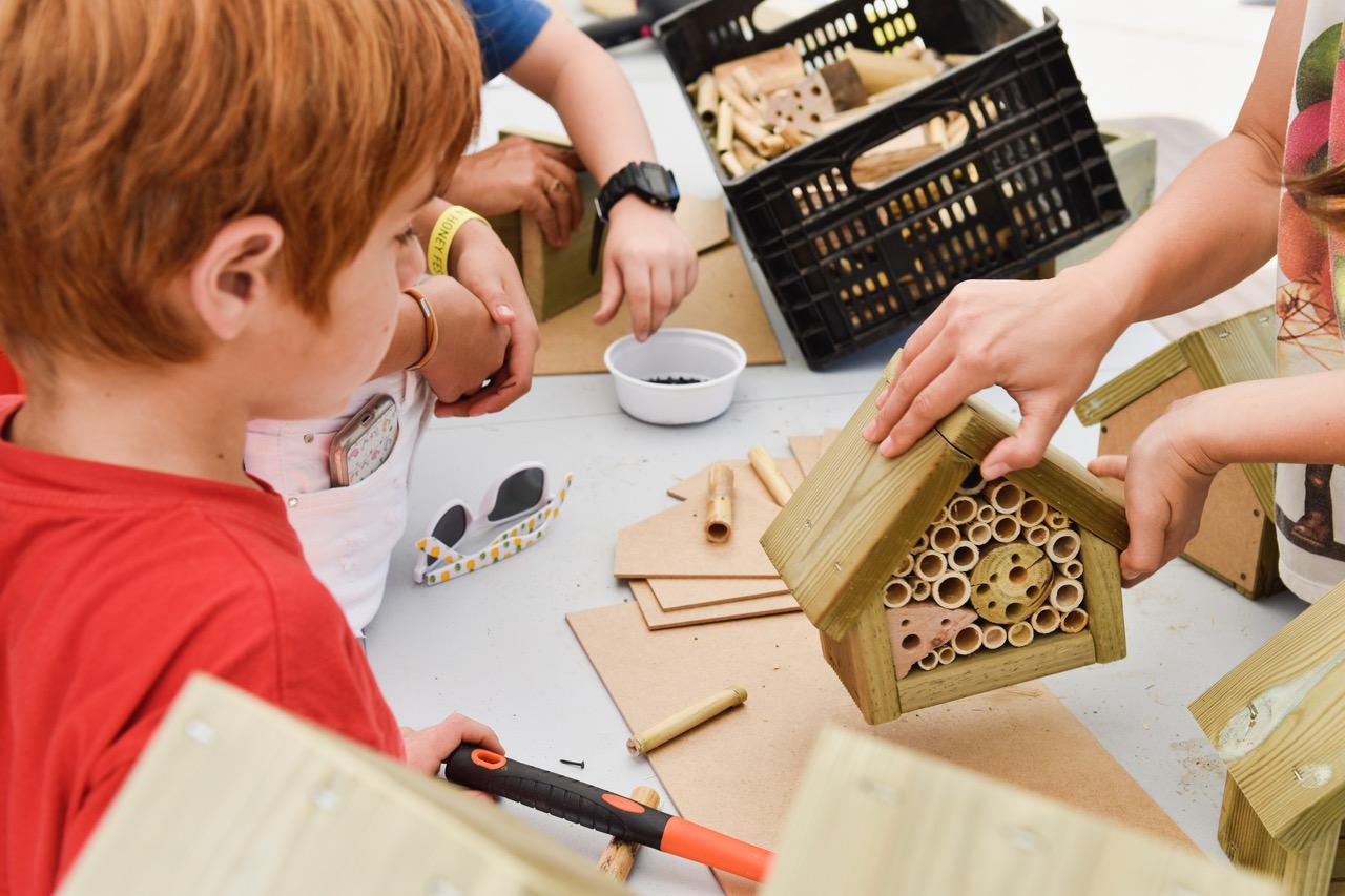 El taller de construir hoteles de insectos, BCN Honey Fest 2017, photo © Eva Barton