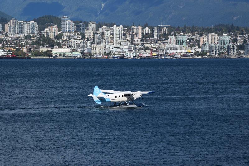 seaplane-3684930.jpg