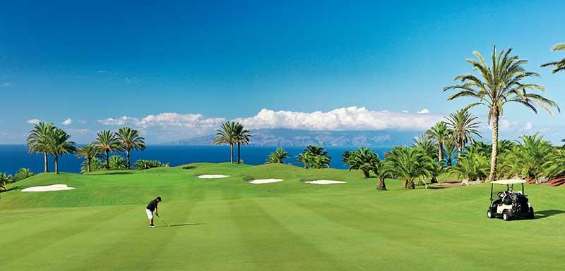 Golf-course-Golfer-Buggy.jpg