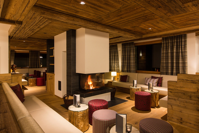 PRIVA_Alpine_Lodge_-_Cheminee_Lounge.jpg