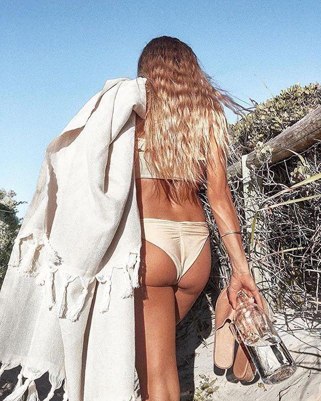Tag your beach buddy.⠀ 📷 @edi.bee #supineaustralia