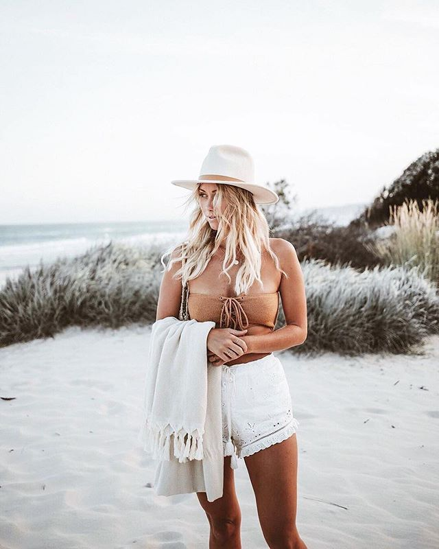 Want to look as stylish as Lisa this summer? 📷@lisadanielle__