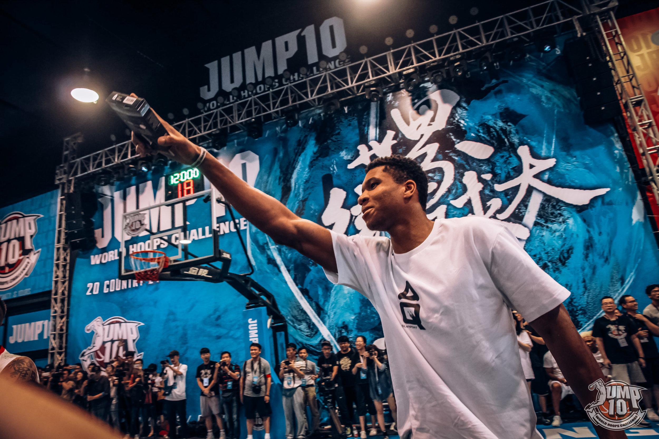 Photo 7 Antetokoumpo au  JUMP10.jpg