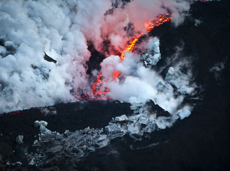 Eruption from a Plane, Iceland, 2010.jpg