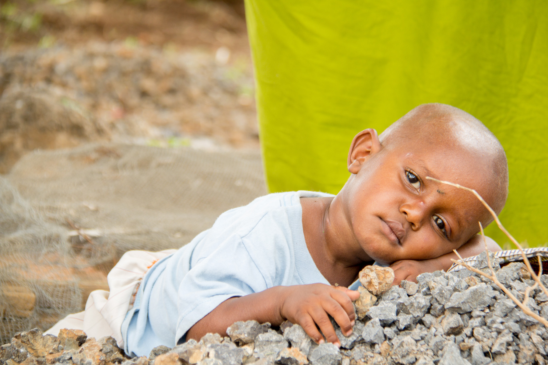 young_child_waiting_for_healthcare_kikavu