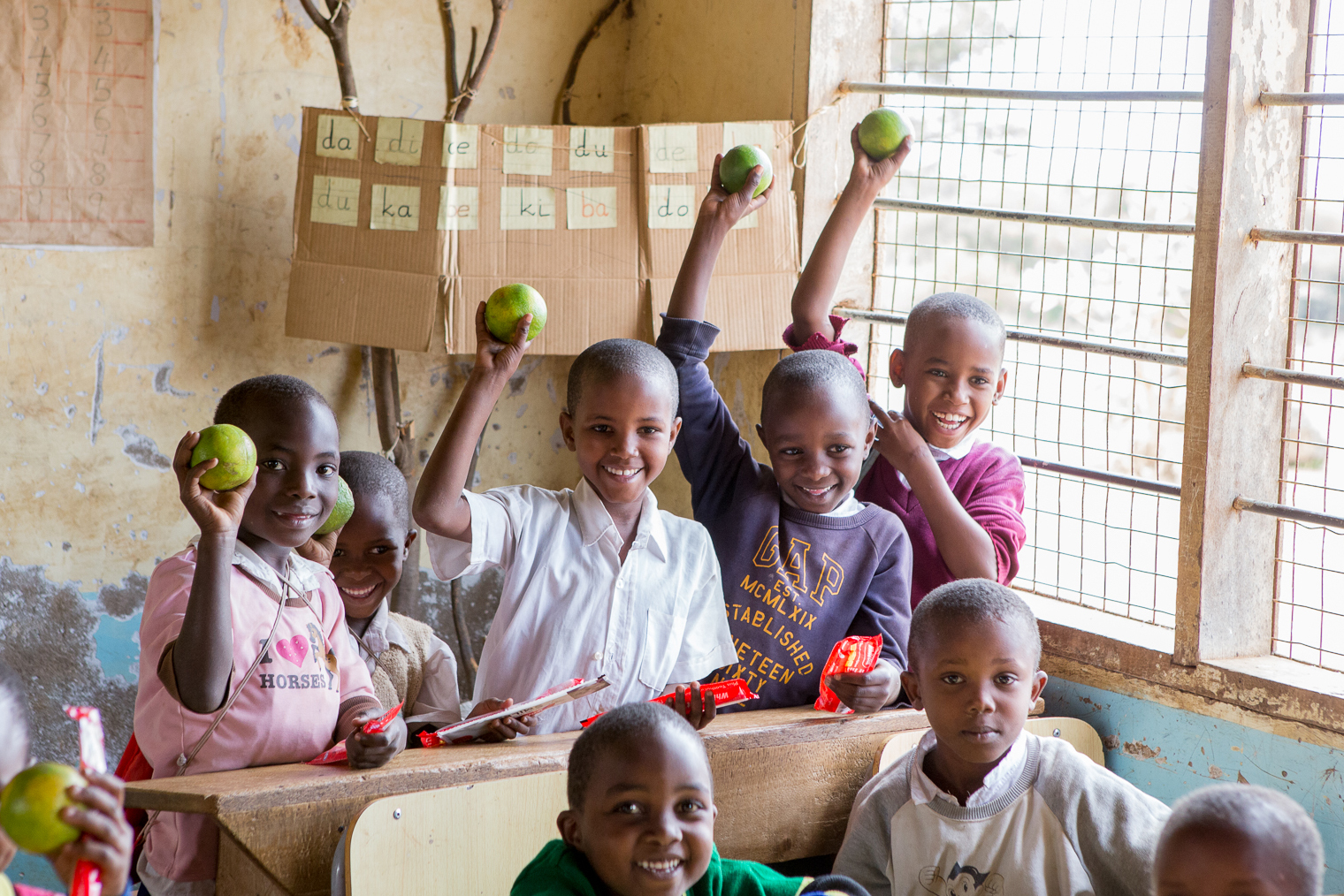 students_fruit_and_nutrition_kikavu_tanzania
