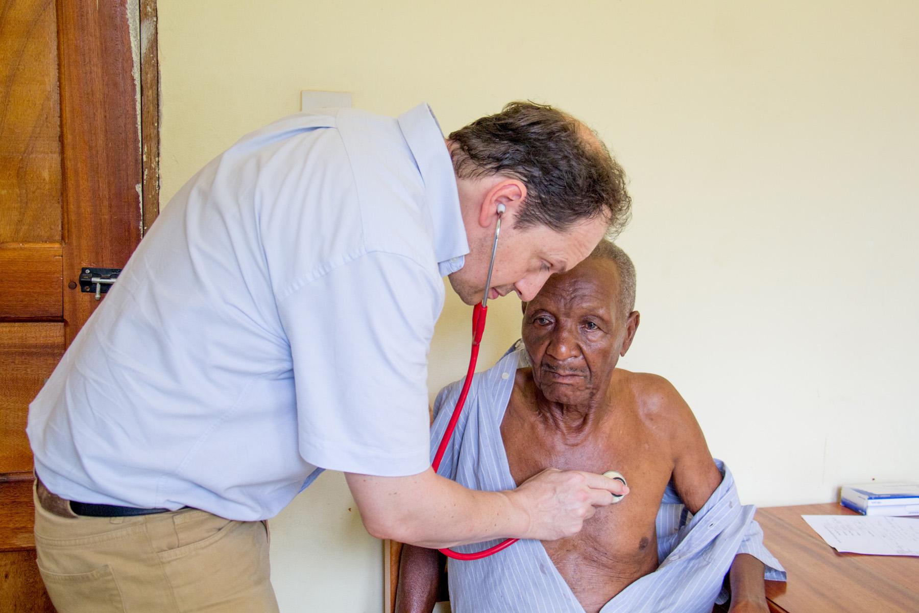 Dr_Julian_Brown_clincal_care_kikavu