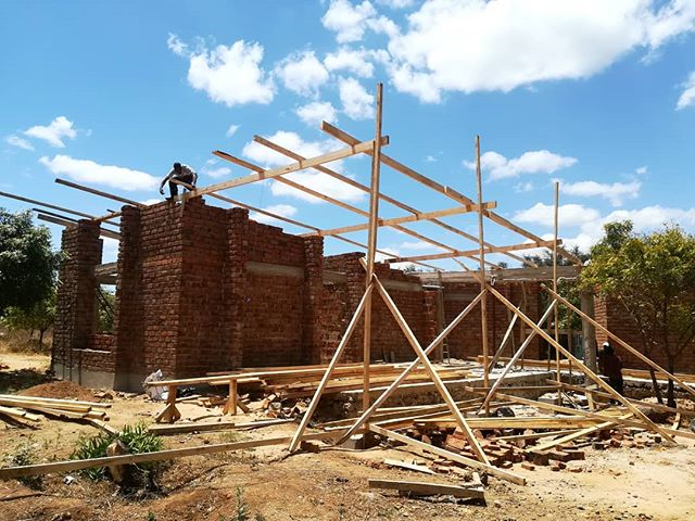 The sunshine has finally come out to play, and roof construction has started! It shouldn't be long until the roof is complete, and it already looks fantastic! ☀ . . . #sunshine #blueskies #whataday #construction #architecture #newclinic #healthcare #development #healthamplifier #tanzania #kikavu