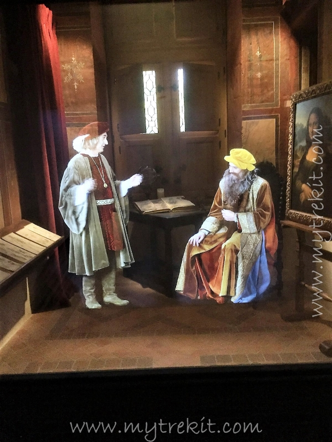 One of my favorite features: a holographic presentation of 'Leonardo' talking about the Mona Lisa.