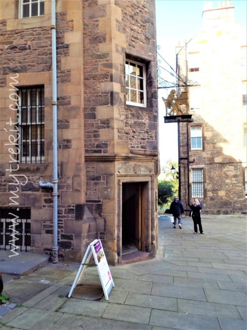 Experience the warmth and charm of The Writers' Museum and gift shop inside Lady Stairs' House, Lawnmarket, Edinburgh.