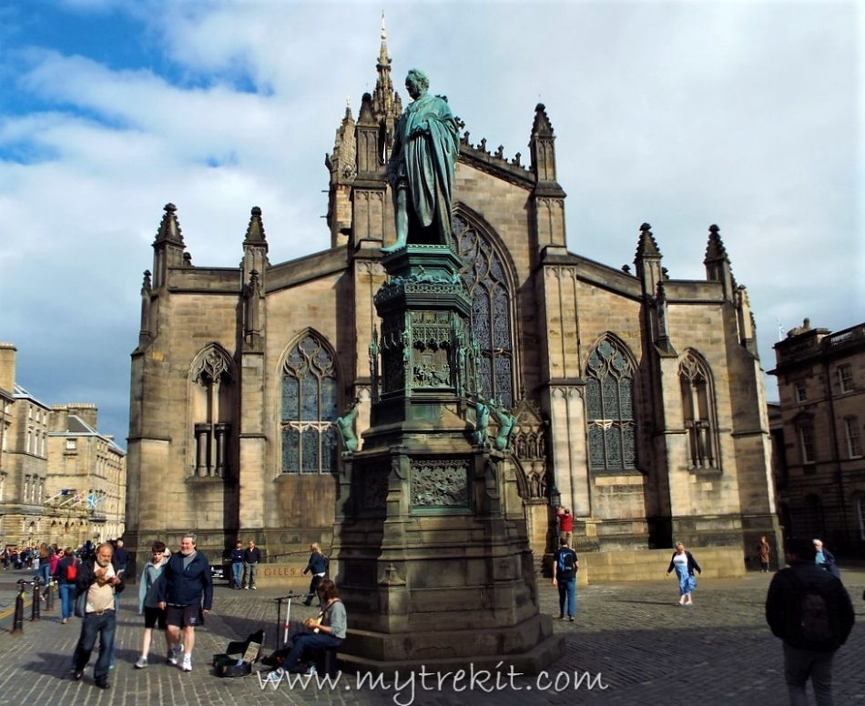 Stature of John Knox, minister to the cathedral from 1560-1572.