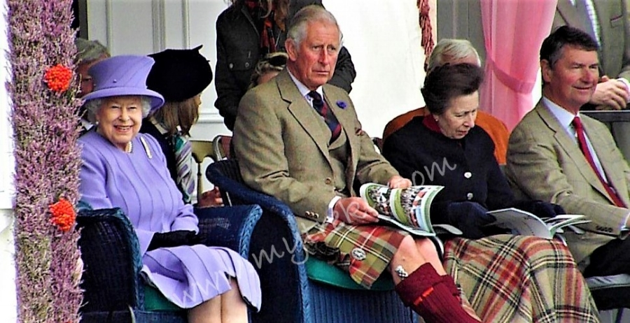Her majesty Queen Elizabeth II looking radiant at her appearance during the Braemar Highland Games in 2016.