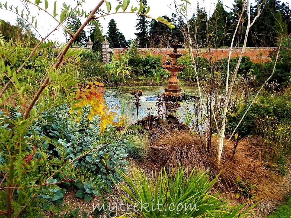 Glamis garden and fountain.JPG