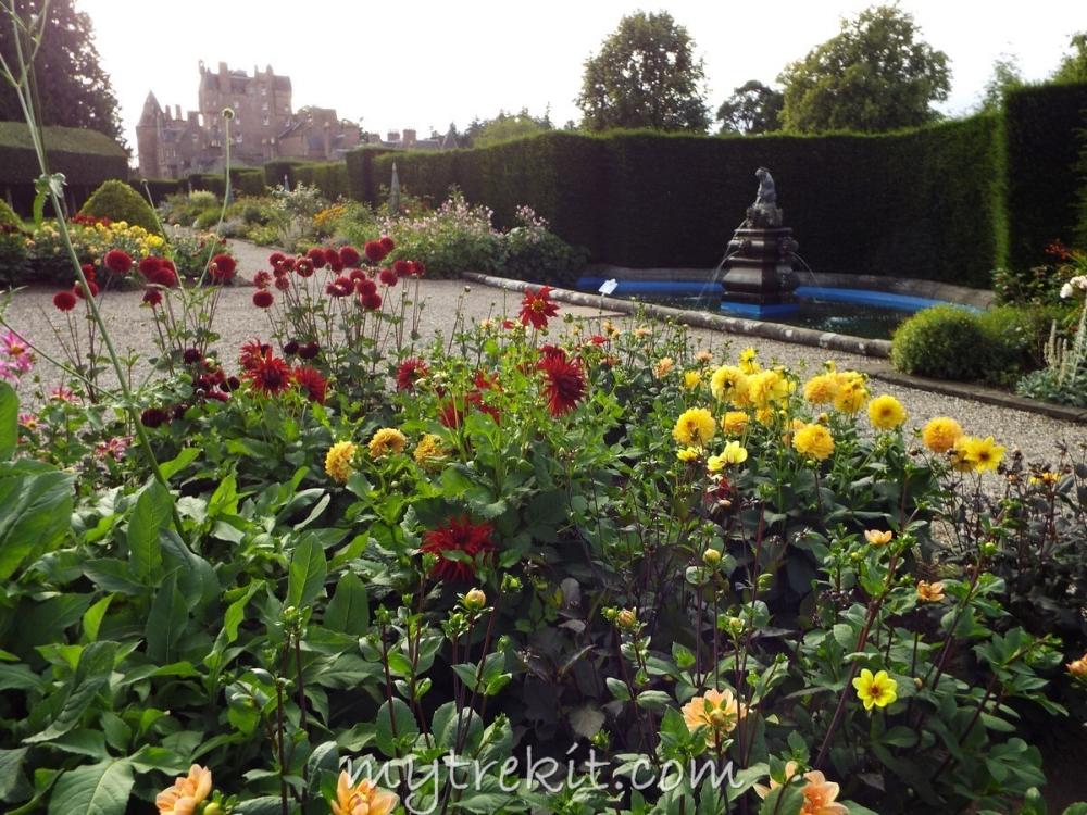 Glamis' Italian Garden