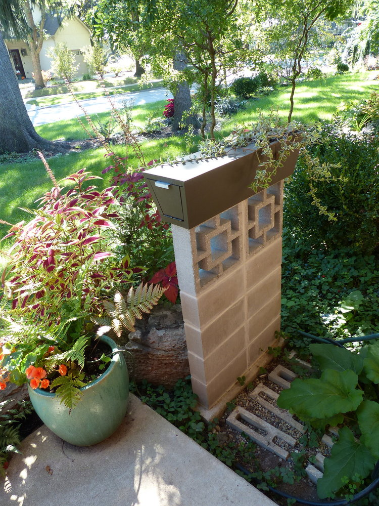 Custom Mailbox Planter Solid Idea