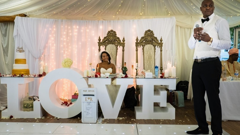 White Love Table -