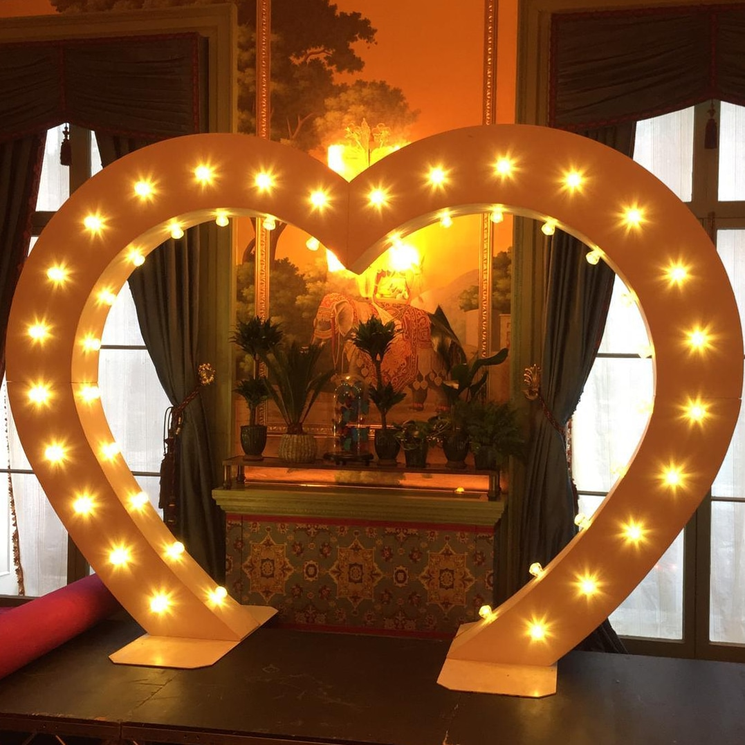 8FT HEART SHAPED ARCH -
