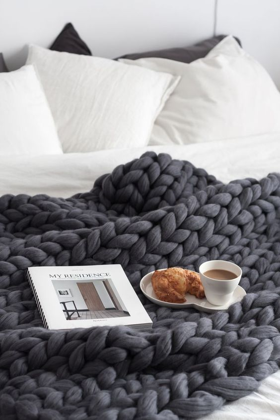 02-black-chunky-knit-blanket-to-keep-you-cozy-and-warm-while-sleeping.jpg