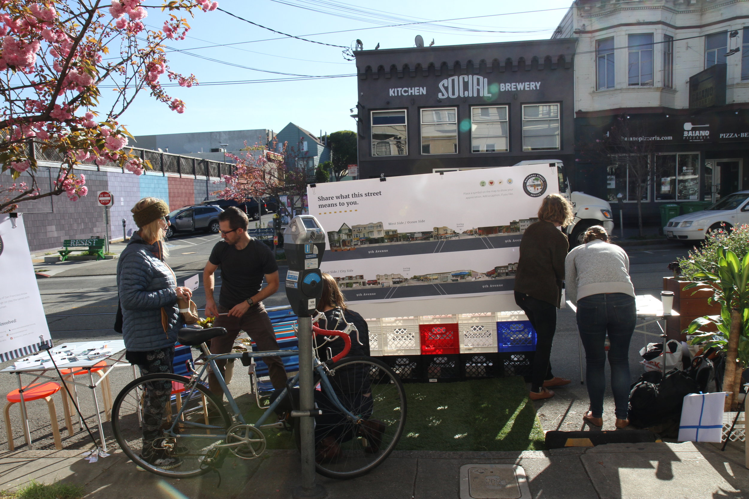 An NSS mobile station chatting to the lovely locals of Inner Sunset